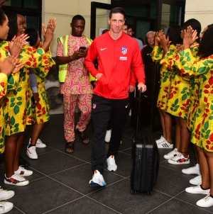BEVY OF BEAUTIES WELCOME FERNANDO TORRES TO NIGERIA