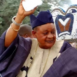 ALAAFIN OF OYO EAGER TO HOST PROMINENT NIGERIAN SPORTS ICONS, ODIZOR, AJUNWA AND OTHERS