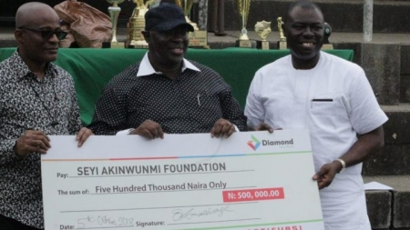 FUBS HONORS NFF FIRST VICE PRESIDENT, SEYI AKINWUNMI, KUNLE SONAME WITH HUMANITARIAN AWARDS