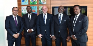 FIFA COMMUNITY THUMBS UP RETURNING PINNICK