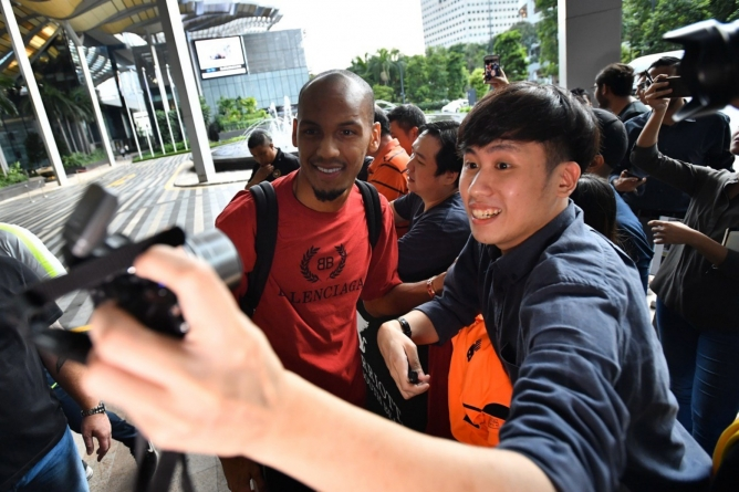 BAND HIRED TO WELCOME ROBERTO, FIRMINO AND FABINHO IN SINGAPORE
