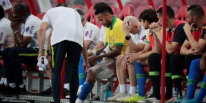 INJURED NEYMAR OUT FOR FOUR WEEKS
