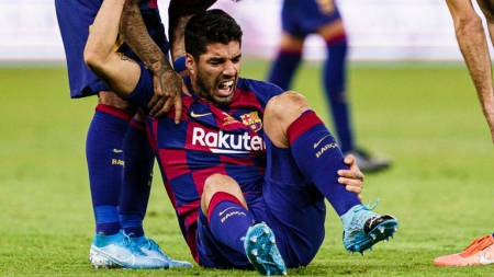 LUIS SUAREZ OUT FOR FOUR MONTHS WITH KNEE SURGERY