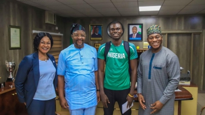 NIGERIA SPORTS MINISTER, DARE LIFTS JUNIOR OLYMPIC TRIPLE JUMPER