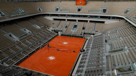 FRENCH OPEN COULD HOLD BEHIND CLOSED DOORS